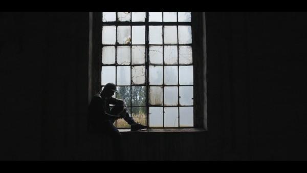 Skorup. Kadr z klipu do utworu DRZEWO w reż. Radosława Beresia