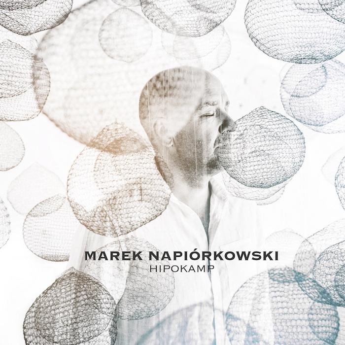 fot. Rafał Masłow, autor instalacji Xawery Wolski, grafika Mariusz Mrotek